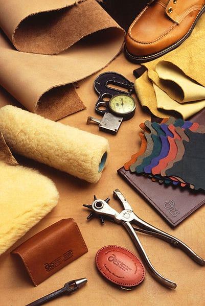 Chỉ mất khoảng 30 phút để làm ví da handmade dành cho nam