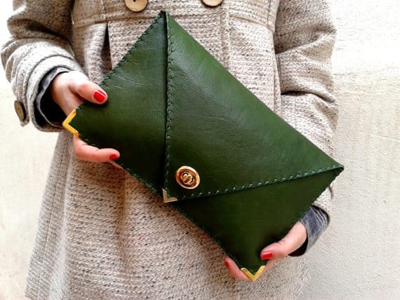 Cách chọn túi xách bằng da phù hợp với dáng nữ
